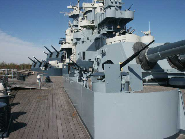 http://historylink101.com/ww2_navy/BattleshipNC/images/20mm_on%20Port_Quarter_Deck.jpg